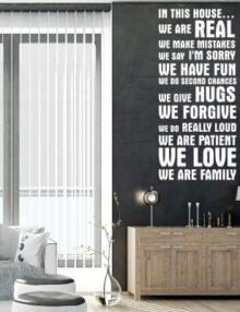 adesivo murale frase in questa casa